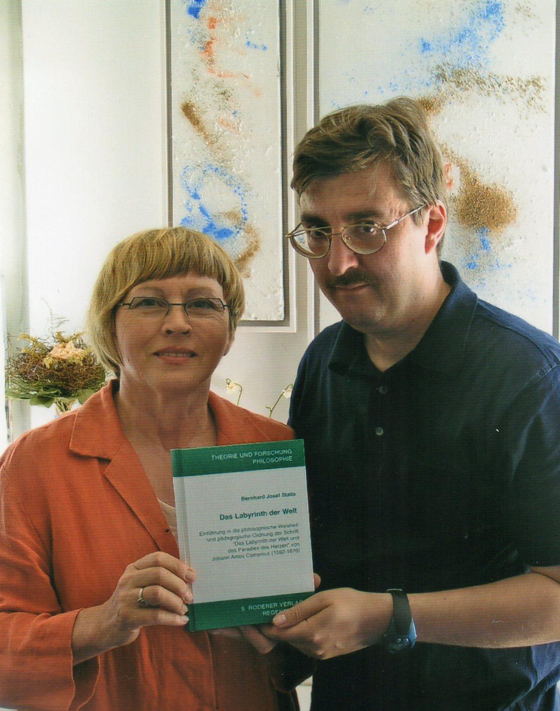 Prof. Dr. Maria-Anna Bäuml-Roßnagl und Dr. Bernhard Stalla bei der Buchvorstellung im Jahr 2004